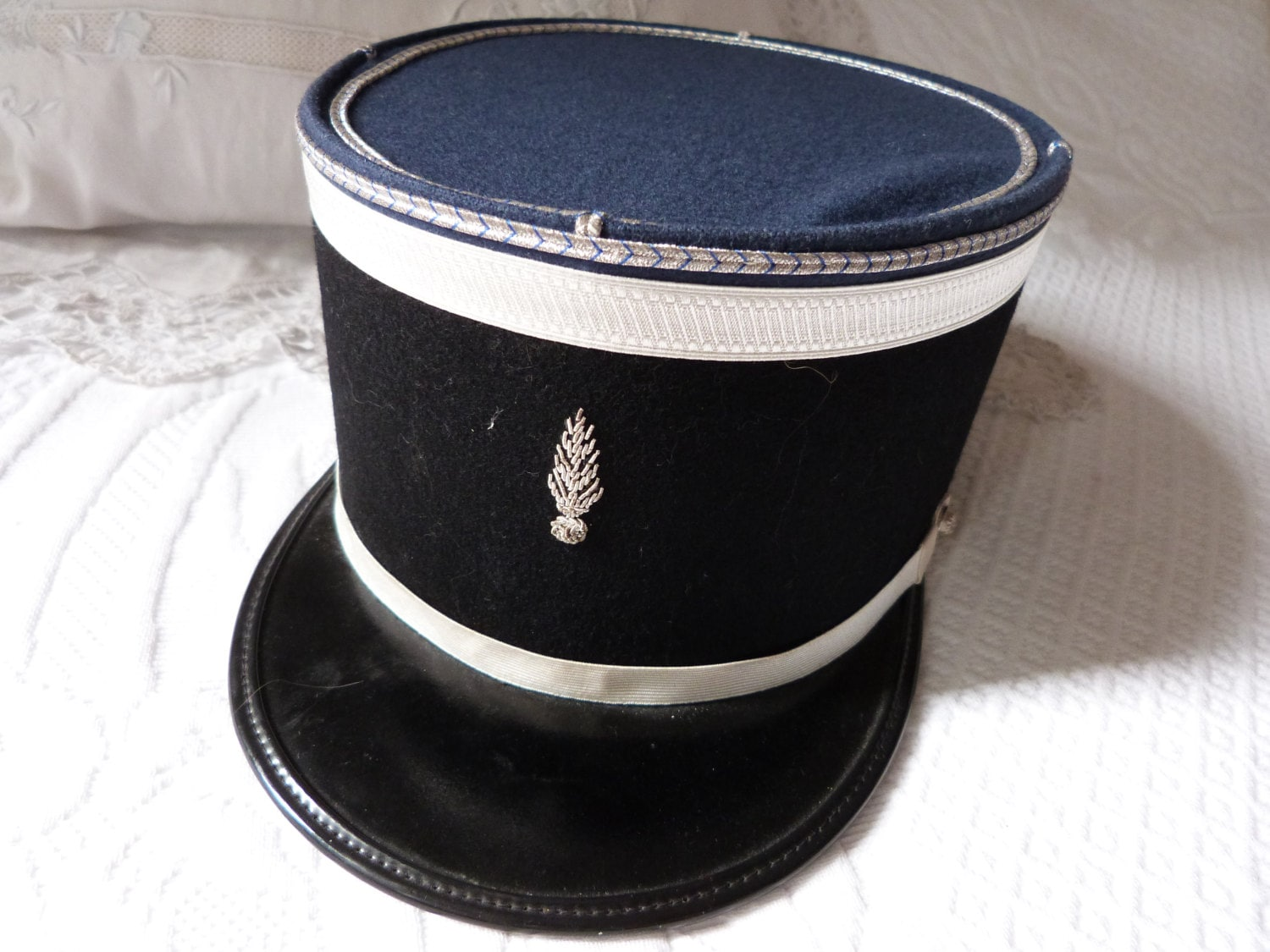 instructions for how to make a french police hat